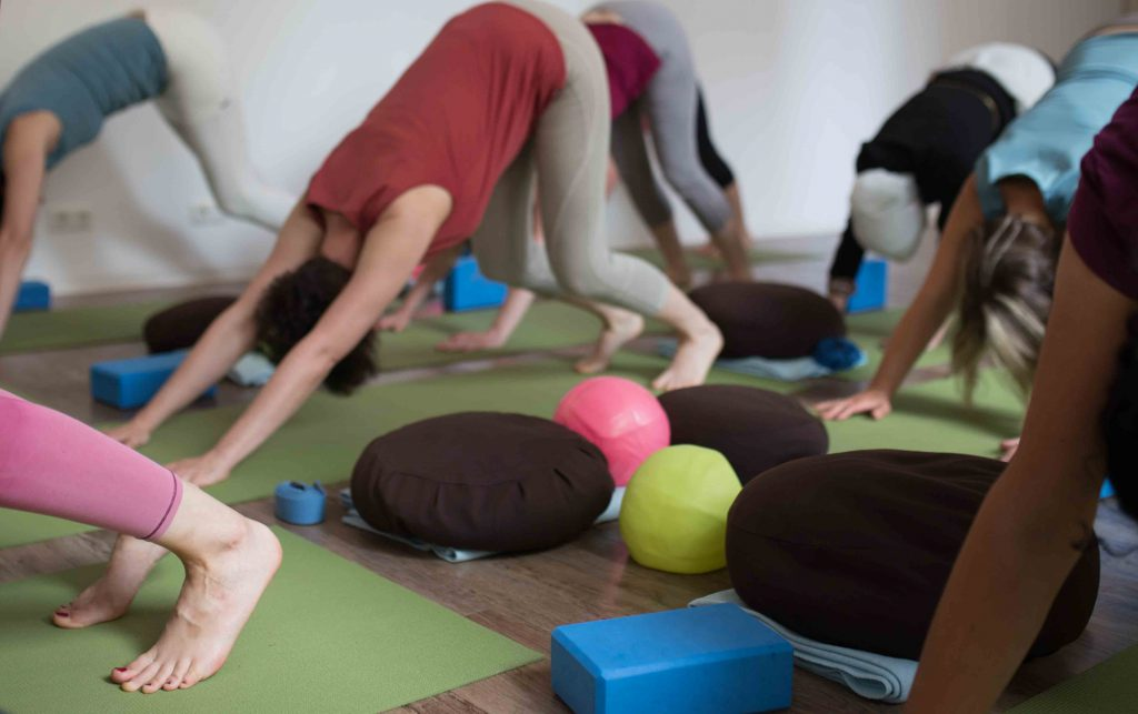 Yoga am Arbeitsplatz mit Yoga-Inspiration und Frau Loewe in Chemnitz