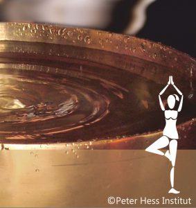 Klangschale mit Wasser gefüllt